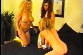 Ретро порно с тремя похотливыми лесбиянками