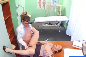 Скрыта камера сняла секс доктора и пациентки