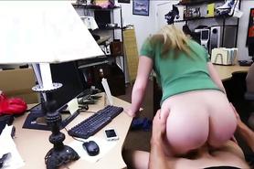 Секс в офисе с блондинкой в очках