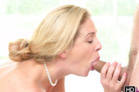 Оральный секс с сиськастой белокурой сучкой