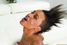 Сперма на лице негритянки после крутого полового акта