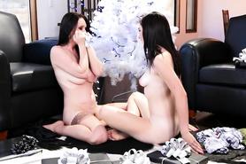 Темноволосые лесбиянки сделали друг дружке приятно