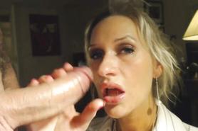 Похотливый любовник мощно кончил в рот блондинистой дамочке